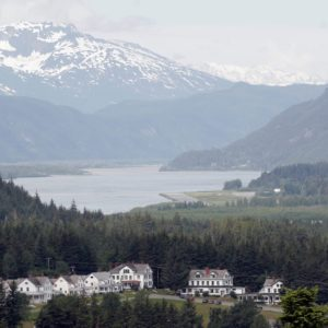 Alaska Luxury Vacation Haines Homes Valley Water Mountains